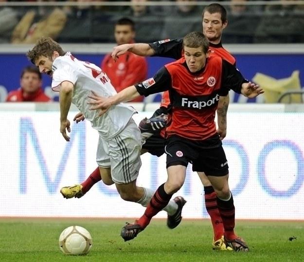 Eintracht po świetnym finiszu pokonał Bayern 2-1 /AFP