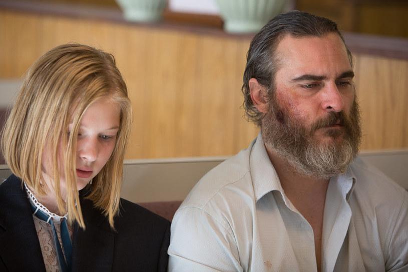 """Ekaterina Samsonov i Joaquin Phoenix w filmie """"Nigdy cię tu nie było"""" /materiały prasowe"""