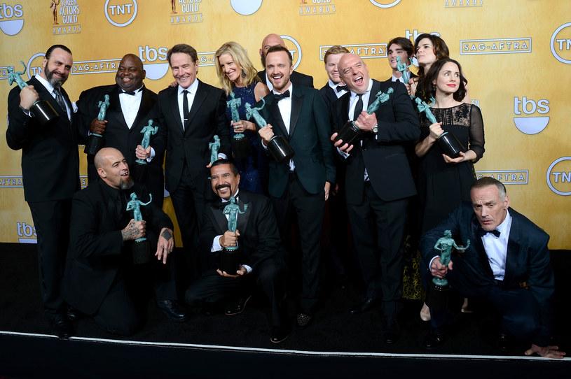 """Ekipa """"Breaking Bad"""" z nagrodą za """"Wybitny występ zespołu aktorskiego w serialu dramatycznym"""" /Ethan Miller /Getty Images"""