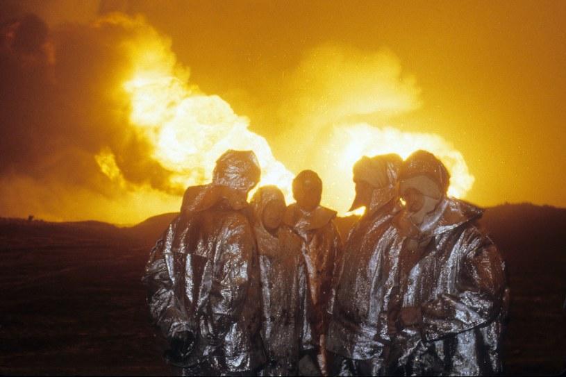 Ekipa gasząca wielki pożar pracowała w Karlinie ponad miesiąc /Wojtek Laski /East News