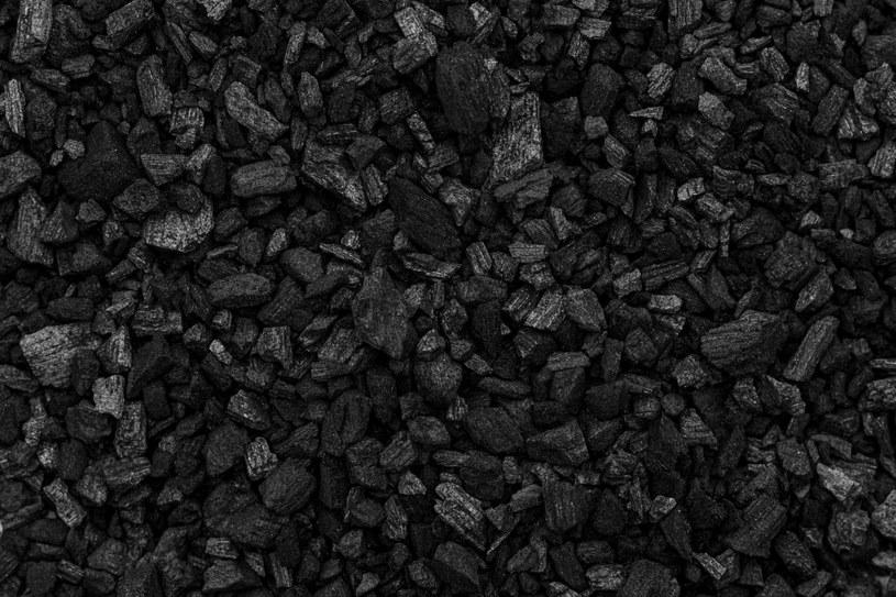 Ekogroszek produkowany jest z węgla brunatnego lub kamiennego /123RF/PICSEL