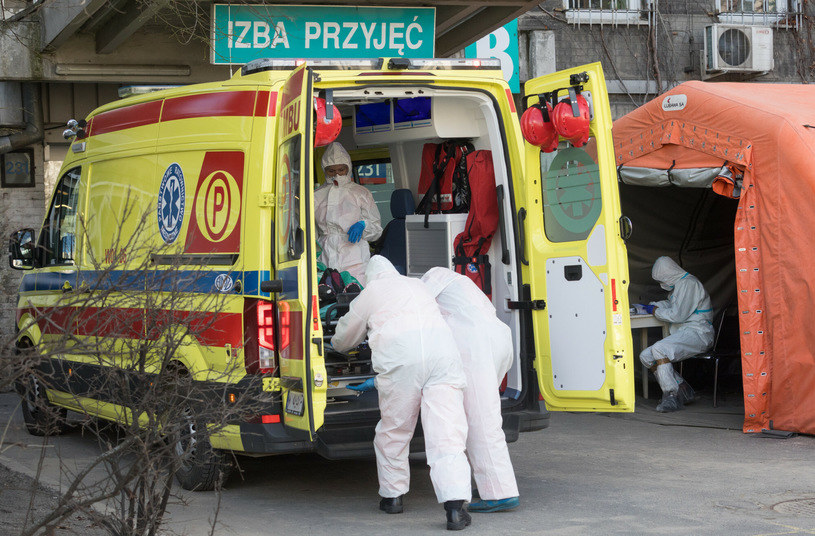 Ekonomiści: Jesteśmy blisko szczytu pandemii /Tomasz Jastrzębowski /Reporter