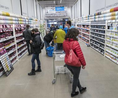 Ekonomiści: To szczyt pandemii, konsumenci wkrótce ruszą z wydatkami
