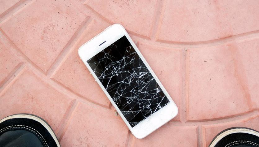 Ekran smartfona, który sam się naprawia – czy to możliwe?