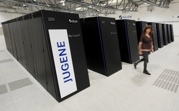 Eksaflopsowe komputery mogą wykorzystywać nawet 10 milionów rdzeni /AFP