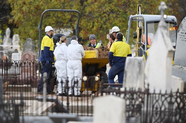 Ekshumacja na cmentarzu w Adelajdzie /Mark Brake /PAP/EPA