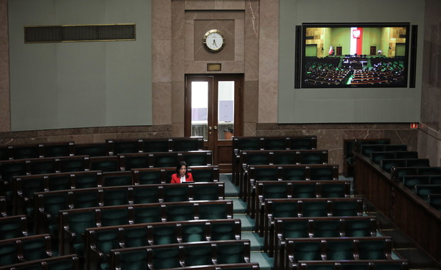 """Eksmisja sprawców przemocy domowej wśród zmian w """"tarczy antykryzysowej"""" przegłosowanych przez sejmową komisję"""