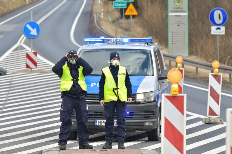 Eksperci objawiają się o szczególne uprawnienia policji /Maciek Jonek /Reporter