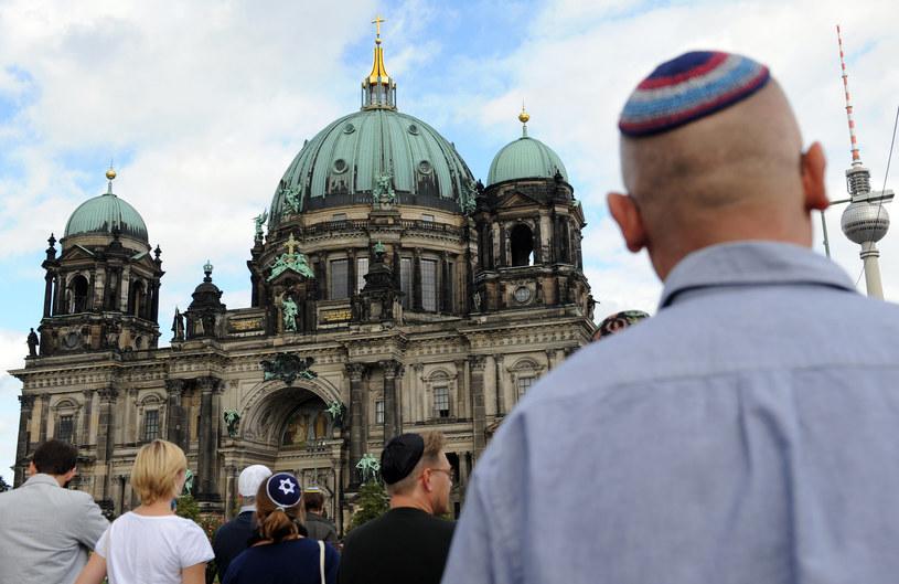 Eksperci ostrzegają przed rosnącym antysemityzmem na wschodzie Niemiec /BRITTA PEDERSEN / DPA /AFP