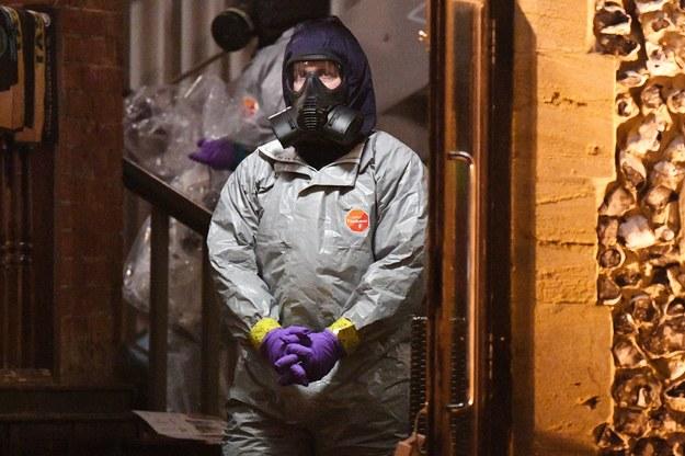 Eksperci sprawdzają wszystkie miejsca, w których w ostatnich dniach przebywał Siergiej Skripal wraz z  córką /FACUNDO ARRIZABALAGA /PAP/EPA