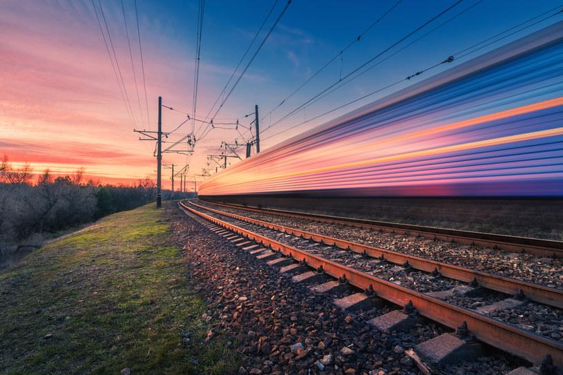 Eksperci zaproponowali cztery linie, na których pociągi rozwijałyby prędkość od 250 do 350 km/h /123RF/PICSEL
