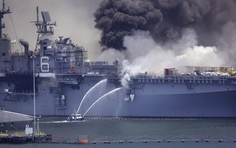 Eksperci zastanawiają się, czy po pożarze będzie opłacało się przywrócić okręt do służby /US NAVY /East News