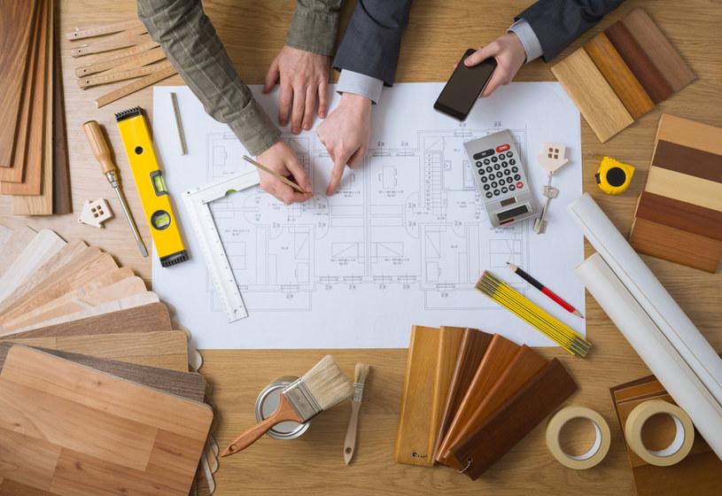 Eksperci zwracają uwagę, że już teraz można budować domy na zgłoszenie, jednak tylko ok. 1 proc. inwestycji realizowanych jest w ten sposób /123RF/PICSEL