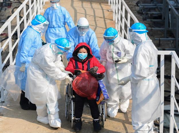 Ekspert: system polityczny Chin przyczynił się do wzrostu skali epidemii /STRINGER /PAP/EPA