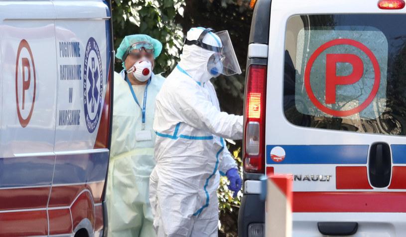 Ekspert: Tracimy trochę kontrolę nad COVID-19, zarażają głównie dzieci /Piotr Molecki /East News