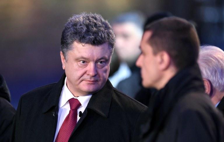 """Ekspert wytknął prezydentowi Poroszence, że jego słowa """"o totalnej wojnie"""" nie mają pokrycia w działaniach, zdj. ilustracyjne /ODD ANDERSEN / AFP /AFP"""