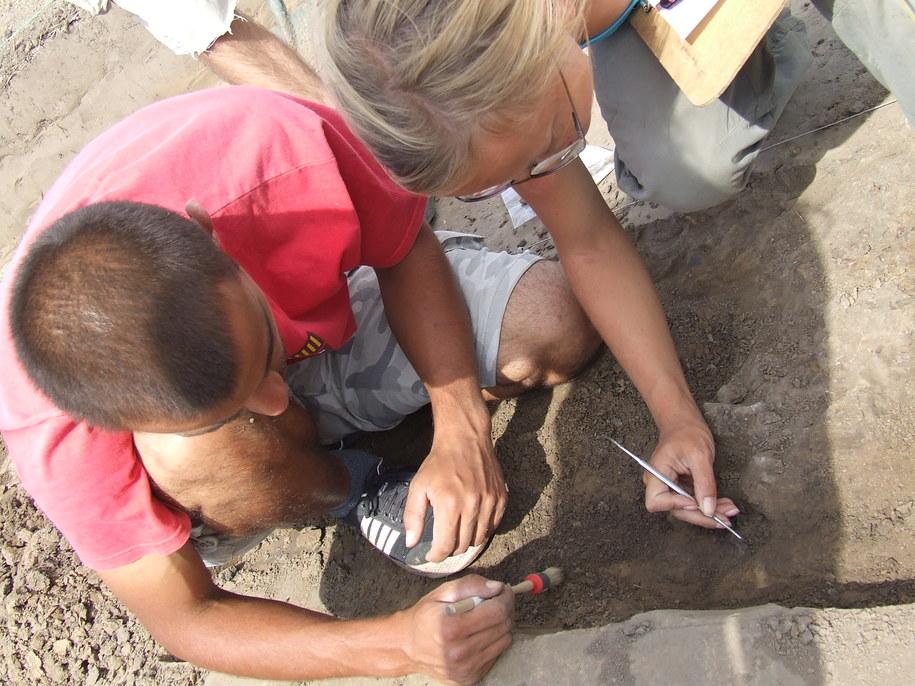 Eksploracja grobu z II wieku - wykopaliska w Gaci /