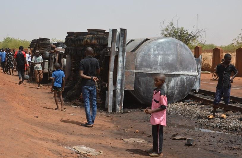 Eksplozja cysterny w Nigrze /Boureima HAMA  /AFP