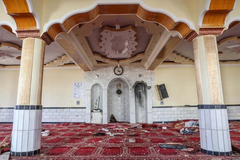 Eksplozja nastąpiła, gdy w świątyni rozpoczęły się piątkowe modły. /PAP/EPA/HEDAYATULLAH AMID /PAP