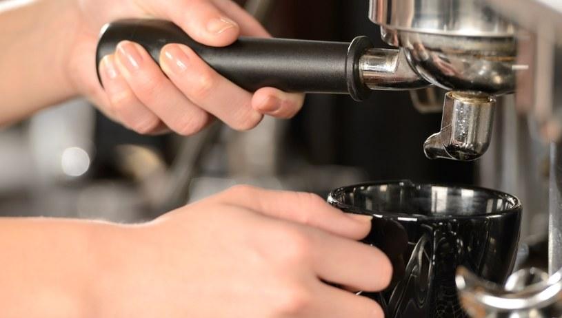 Ekspres do kawy wymaga regularnego czyszczenia /123RF/PICSEL