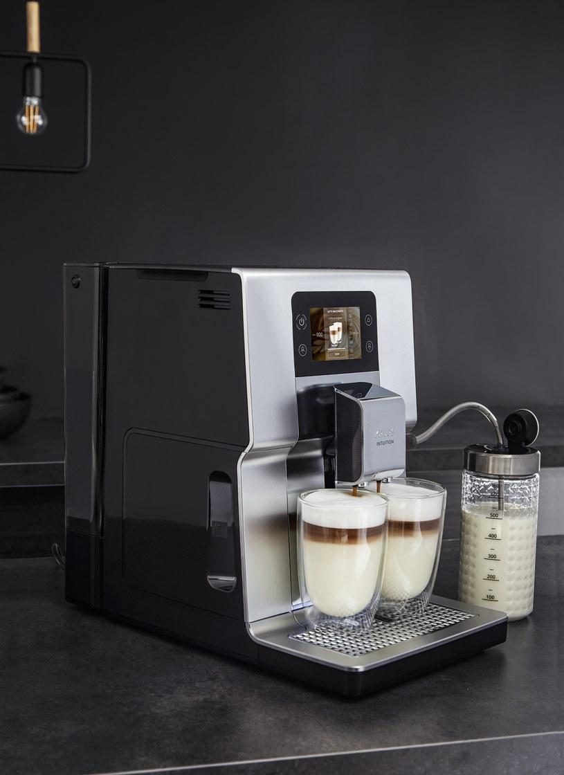 Ekspres do kawy z linii Krups Intuition wyróżnia zwłaszcza dotykowy, kolorowy wyświetlacz SMART SCREEN /materiały promocyjne