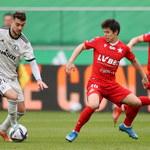Ekstraklasa piłkarska: Remis mistrza w klasyku, ważna wygrana Stali
