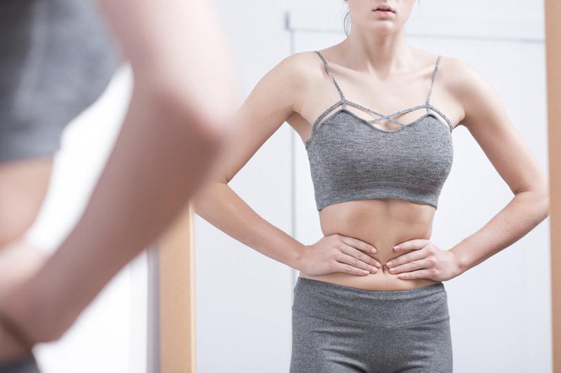 Ektomorfików charakteryzuje niski poziom tkanki tłuszczowej, bardzo szybka przemiana materii - wolno, jeśli w ogóle, przybierają na wadze, błyskawicznie spalają przyjęte kalorie /123RF/PICSEL
