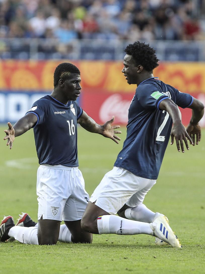 Ekwadorczycy Sergio Quintero (L) i Diego Palacios (P) cieszą się ze zwycięstwa po meczu 1/8 finału piłkarskich mistrzostw świata do lat 20 z Urugwajem /Jacek Szydłowski /PAP