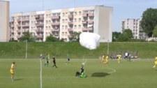 Elbląg: Awaryjne lądowanie na boisku