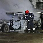 Elbląg: Spłonęło 8 samochodów, policja podejrzewa podpalenie