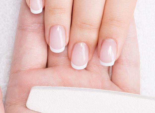 Elegancki manicure możesz zrobić w domu sama /123RF/PICSEL