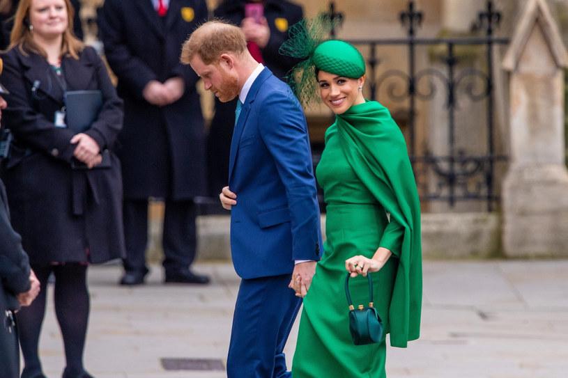 Elegancki odcień zieleni pięknie podkreślił urodę Meghan /MISC/Backgrid/East News /East News