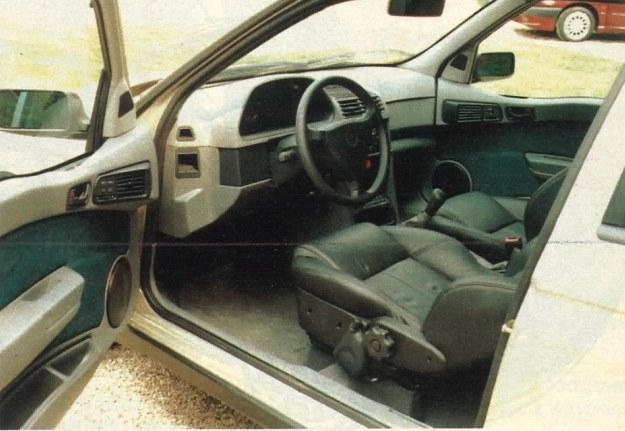 Eleganckie wnętrze pozwala sądzić, źe jedziemy autem wyższej klasy. /Motor