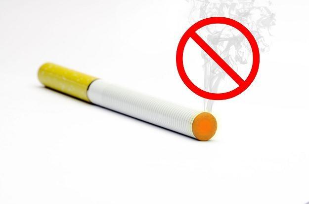 Elektroniczne papierosy to nowy, lukratywny biznes /©123RF/PICSEL
