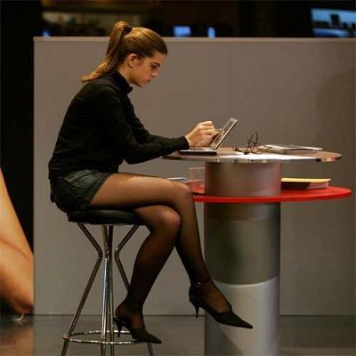 Elektroniczne PIT-y bez podpisu kwalifikowanego najchętniej przesyłają osoby młode /AFP