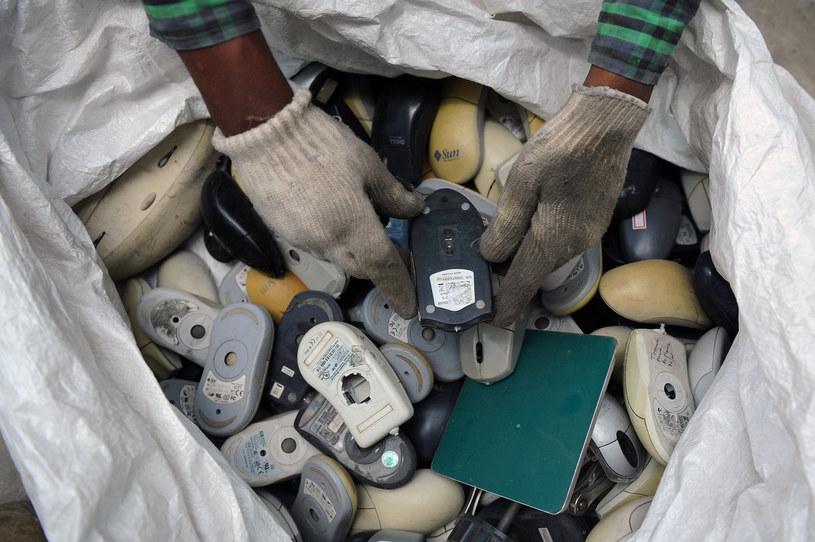 Elektrośmieci są niebezpieczne dla środowiska i zdrowia ludzi /AFP