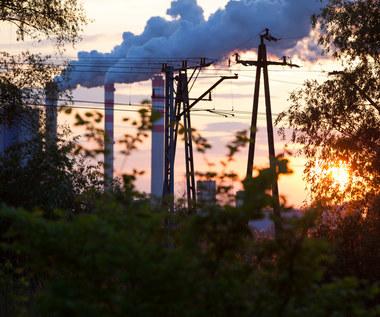 Elektrownie poradziły sobie z emisjami CO2