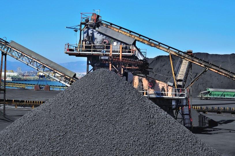 Elektrownie produkują coraz mniej energii z węgla /123RF/PICSEL