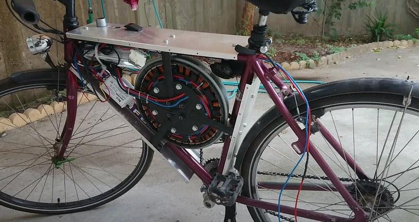 Elektryczny rower z silnikiem od pralki /YouTube