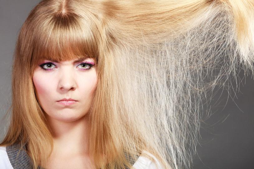 Elektryzujące się włosy potrafią uprzykrzyć życie /123RF/PICSEL