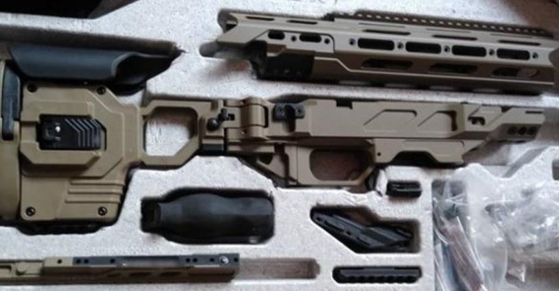 Elementy broni znalezione przez KAS /KAS /RMF24.pl