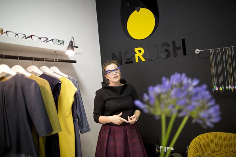 Eliza Kowalska prowadzi sklep w Pradze, ale sprzedaje ubrania polskich projektantek, fot. Milan Bureš /Styl.pl/materiały prasowe