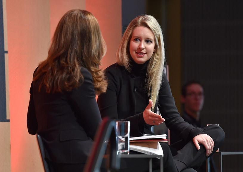 Elizabeth Holmes podczas jednego z wielu wywiadów, jeszcze przed wyjściem na jaw tajemnicy jej firmy /AFP