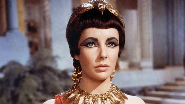 """Elizabeth Taylor w scenie z filmu """"Kleopatra"""" /materiały prasowe"""