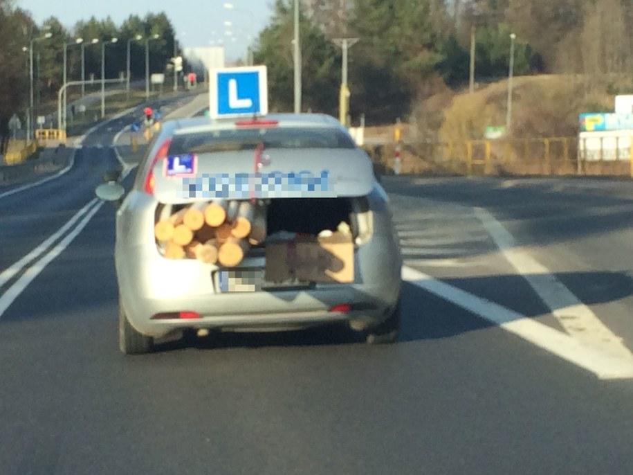 """Elka"" z drewnem w bagażniku /Gorąca Linia /RMF FM"