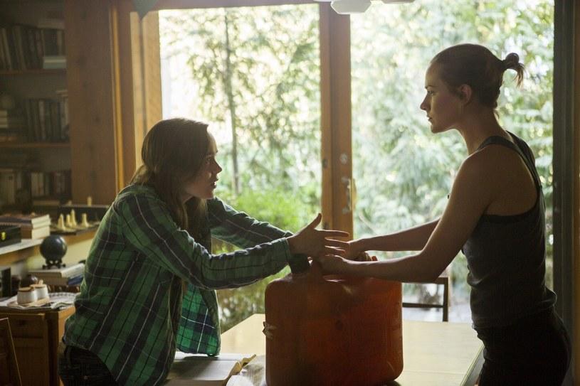 """Ellen Page i Evan Rachel Wood w scenie z """"Głuszy"""" /materiały prasowe"""