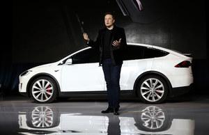 Elon Musk krytykuje postanowienia własnej firmy