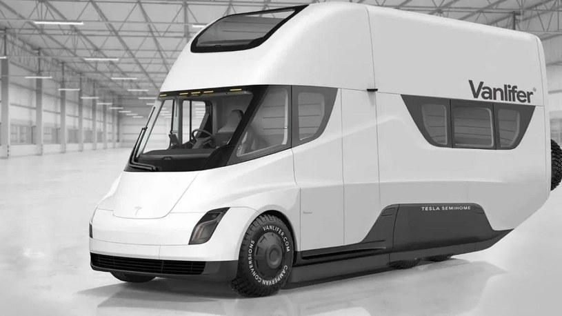 Elon Musk o elektrycznym vanie od Tesli z wydajnymi panelami słonecznymi /Geekweek