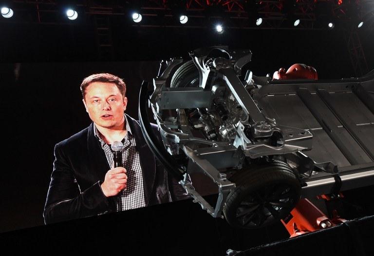 Elon Musk ostrzega nas przed mroczną stroną sztucznej inteligencji /AFP