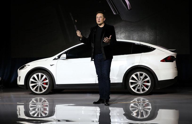 Elon Musk podnosi cenę opcjonalnego pakietu Tesli /Getty Images